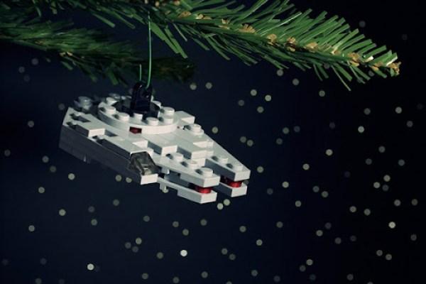 Millium Falcom Christmas LEGO