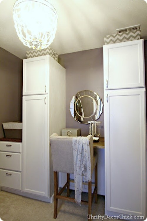 Purple paint color with gray - bedroom closet