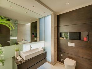 Revestimiento-de-madera-en-baño
