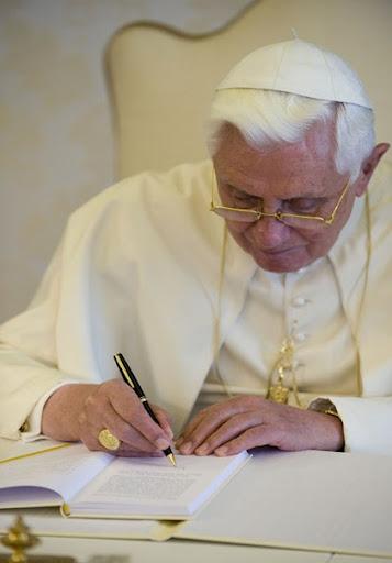 PopeBenedictWriting