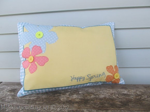 easy diy pillow made from a place mat