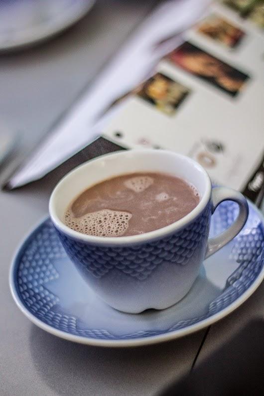 Varm kakao til brunch på Glascafeen i Ebeltoft - Mikkel Bækgaards Madblog