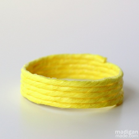 neon-yellow-diy-jewelry-with-raffia01