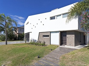 fachada-moderna-Casa-V-arquitectos-i-GC
