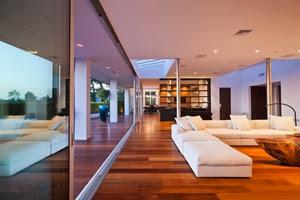 puertas-de-cristal-Casa-moderna