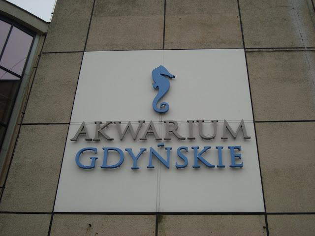 Logo Akwarium Gdyńskiego na ścianie budynku głównego