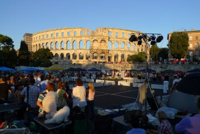 Crazy dog show on our first day in Pula.