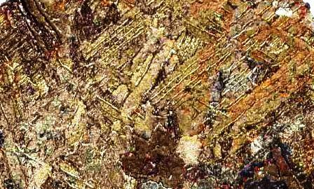 Una analogía de resultados curiosos: Las figuras de Widmannsttaten son interesantes líneas brillantes, se forman por las condiciones extremas que atraviesa un meteorito.