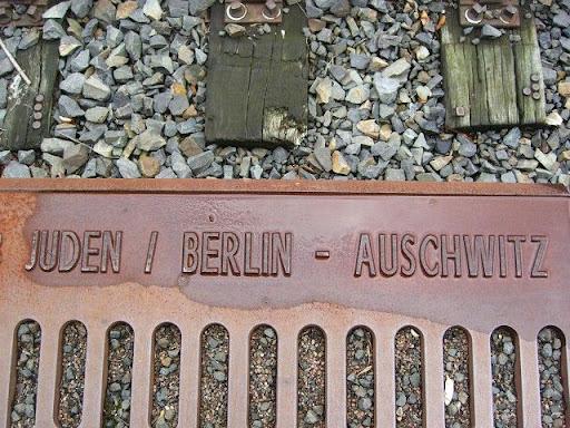תחנת הרכבת בגרונוואלד שממנה נשלחו למעלה מ 50000 יהודי ברלין במסלול שהוביל אותם אל המחנות בהם הם נרצחו