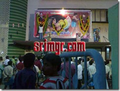 Devotees showing camphor to God MGR