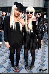 Lady-Gaga-Japanese-Fans-2010-04-18-016-P7327-600x903