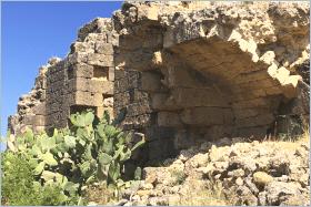 Sizilien - Die Ruine der normannischen Kirche 'Santa Maria di Campogrosso' nahe Altavilla Milicia