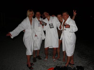 Участники ночного купания в ночь с 24 на 25 апреля, на конференции ISDEF Spring 2010