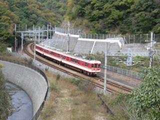 道中に見える神戸電鉄
