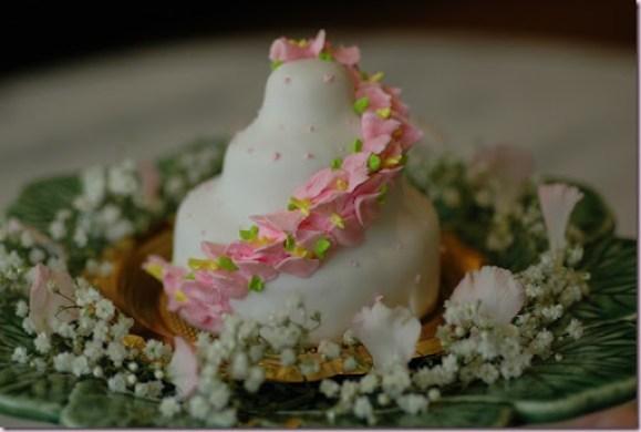 Petit Astor Chelsea Clinton Wedding Cake