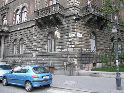 Andrássy út, Krassó György, Népköztársaság útja, stencil, ellenállás, falfirka,   street-art,  public art,  Budapest blog, MÁV Nyugdíjintézet Székháza