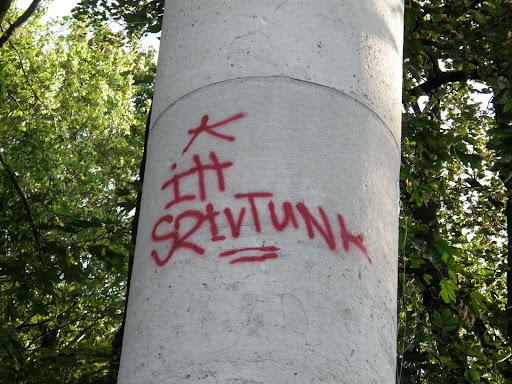 Budapest, Kelen-hegy, Gellérthegy, szobor,  street-art, falfirka, vandalizmus