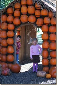 2 kids in door