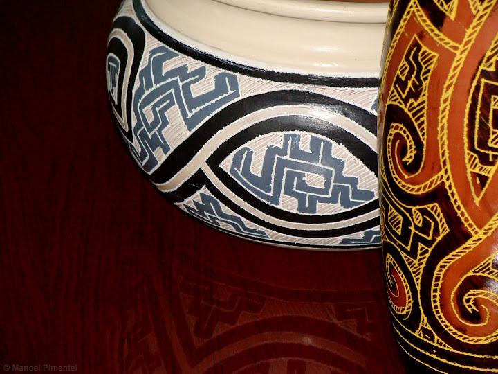 Detalhe de cerâmicas tipicas da região