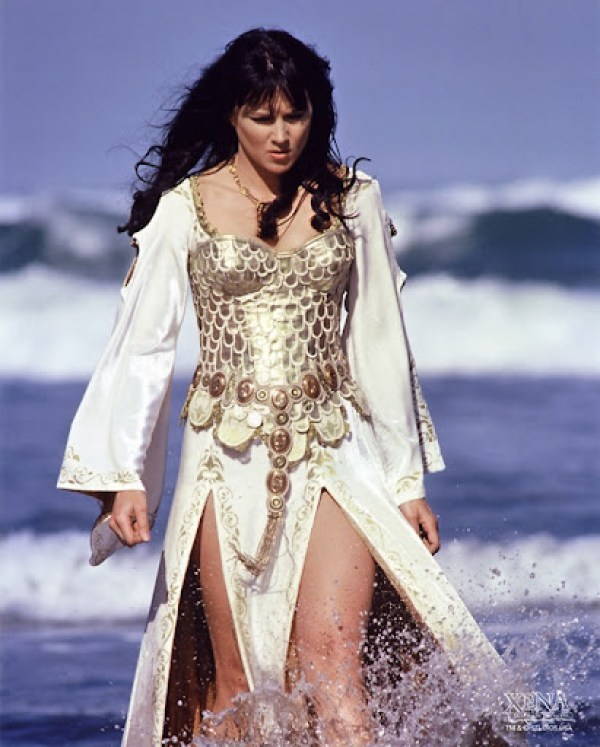 Lucy Lawless12