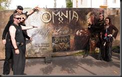omnia_mit_banner_(c)Bombadil