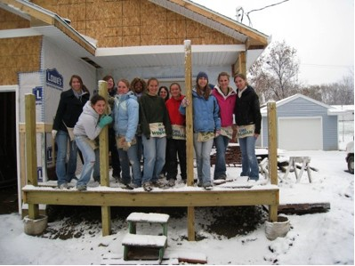 MSU SWE members volunteering for Habitat for Humanity in Lansing, MI