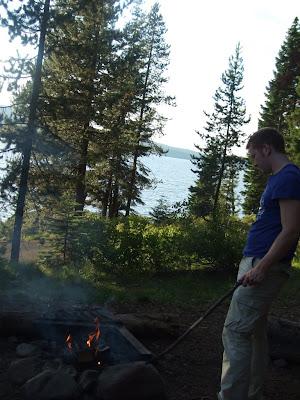 Camping mit Feuer am Diamond Lake