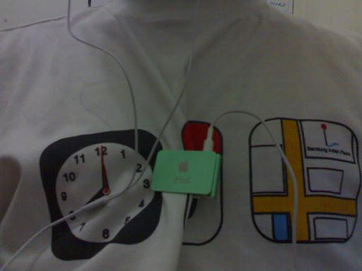 iPOD Shuffle dan Kaos Batagor