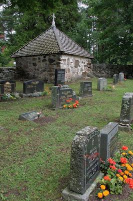 Iglesia y cementerio en el Archipiélago de Turku