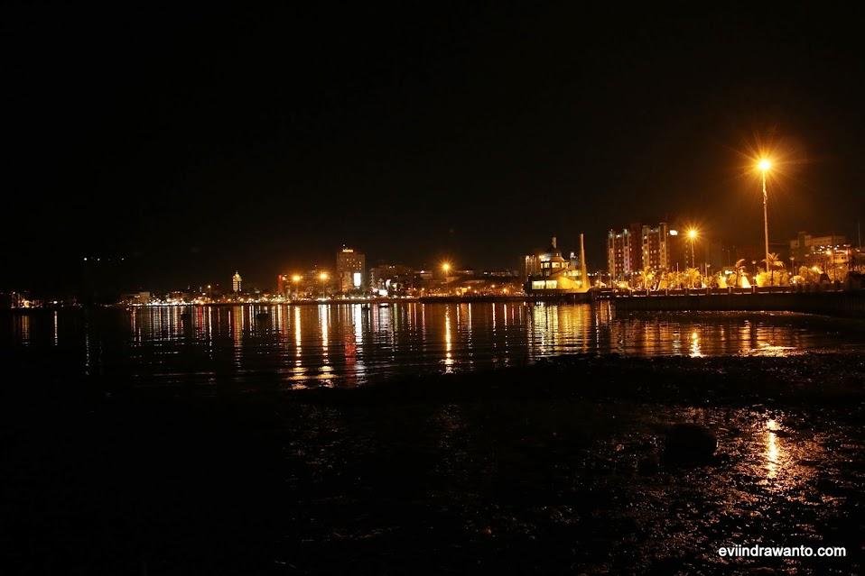 Pantai losari di malam hari