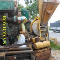 Cẩu lô hàng máy xây dựng ở xưởng Rồng Việt