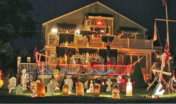 Decked out for Halloween www.roomsrevamped.com