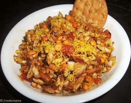 Bhel Puri Recipe | How to make Bombay Chaat Dahi Sev Batata Poori | Delicious recipe by Kavitha Ramaswamy from Foodomania.com