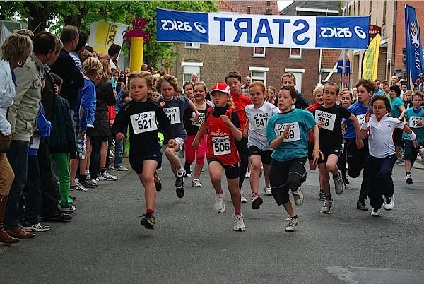 Kinderen lopen in Krottegemse Corrida