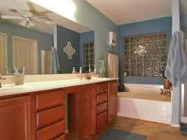 Mster bathroom in Maricopa AZ real estate for sale