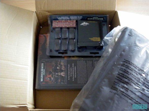 La bandolera, los dados monitorum y el manual.