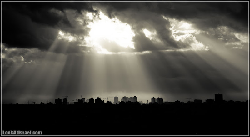 Одно фото / Израиль / Черно белый рассвет