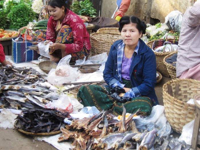 A lady at a market in Nyaung Shwe