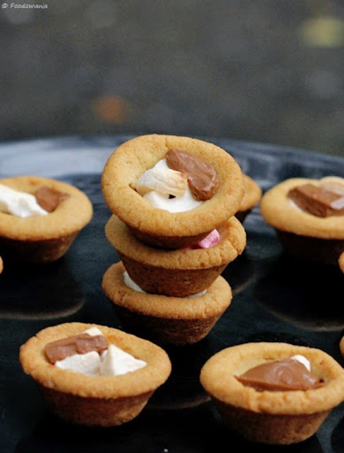 S'mores Cookie Cups Recipe | Eggless Chocolate Chip Cookie Cups Recipe written by Kavitha Ramaswamy of Foodomania.com