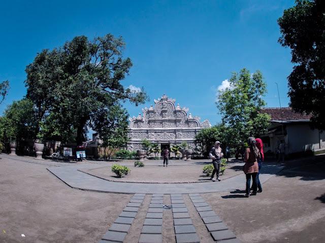 Gapuro Agung, Pintu Masuk Sisi Barat, Taman Sari