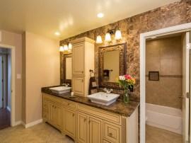 Master bathroom: 3431 N 31st st: homes for sale in Phoenix Arizona 85016