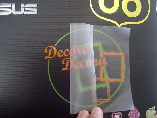 Cómo decorar portátil con adhesivos.
