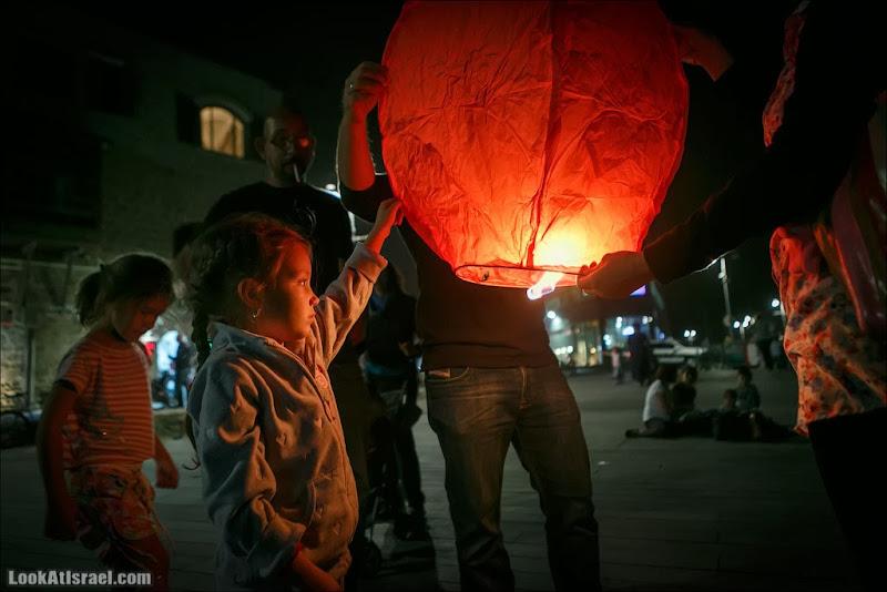 Летающие фонарики в порту Яффо