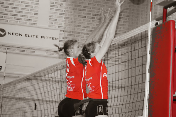 Bevo Roeselare volleybal block aan het net
