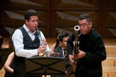 El clarinetista Jeslan Fernández y el fagotista Cristian Coliver interpretaron el Duet Concertino para Clarinete y Fagot, Orquesta de Cuerdas y Arpa, de Richard Strauss