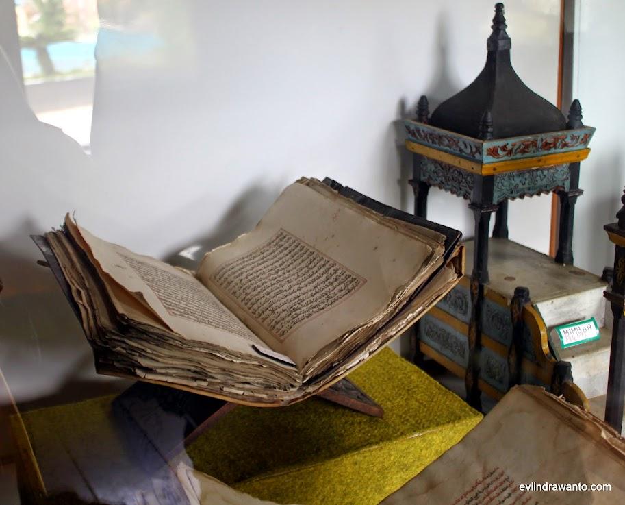 kitab kuno dalam rumah gadang baanjuang bukittinggi