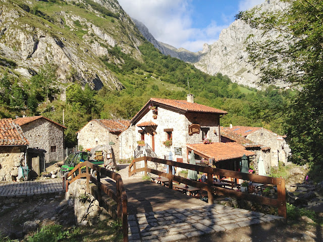 Creekside restaurants in Lower Bulnes
