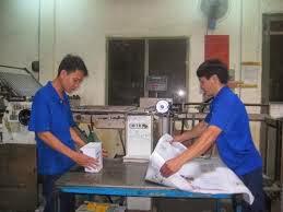 Tuyen lao dong pho thong di lam xuong in