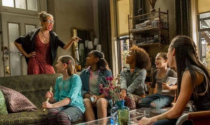 """Annie y sus compañeras de acogida en """"Annie"""""""