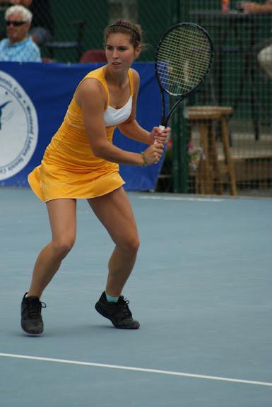 Elien Crombez tennist